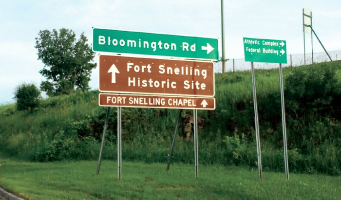 fort-snelling-sign