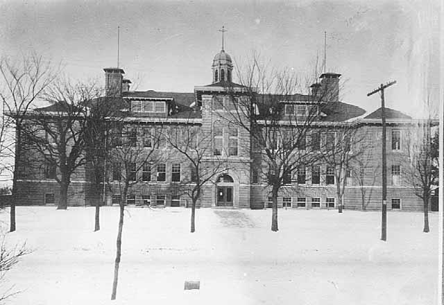McKinley School circa 1911, Carroll Avenue between Arundel and Mackubin, Saint Paul. (Photo: MNHS)